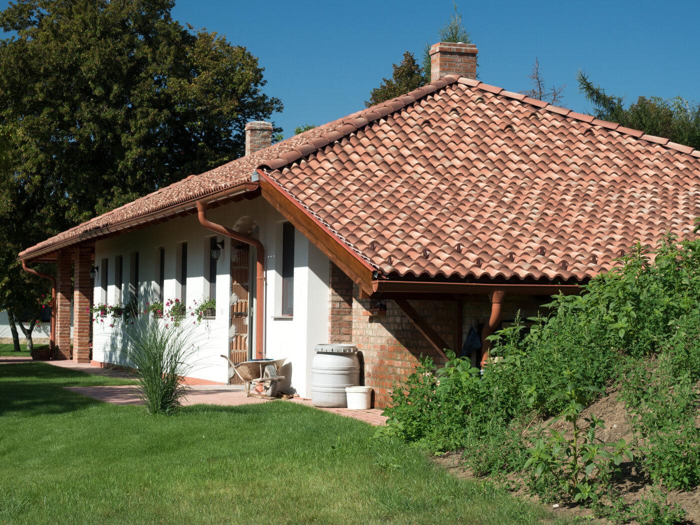 Valbová strecha – Viacefarebná krytina