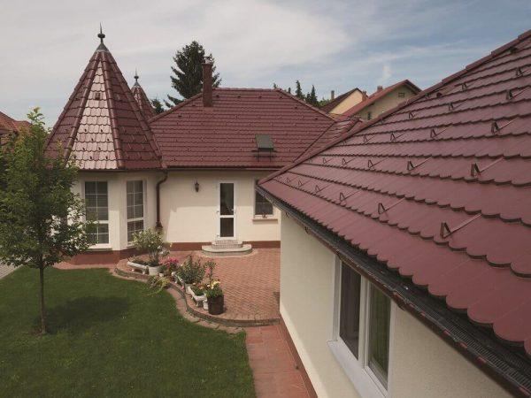Členitá strecha – Bordová krytina