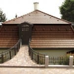 Stanovo-oblúková strecha - hnedá