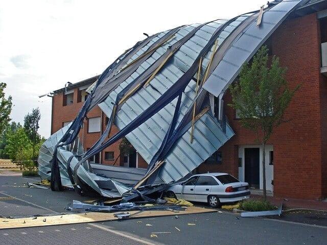 Zničená strecha