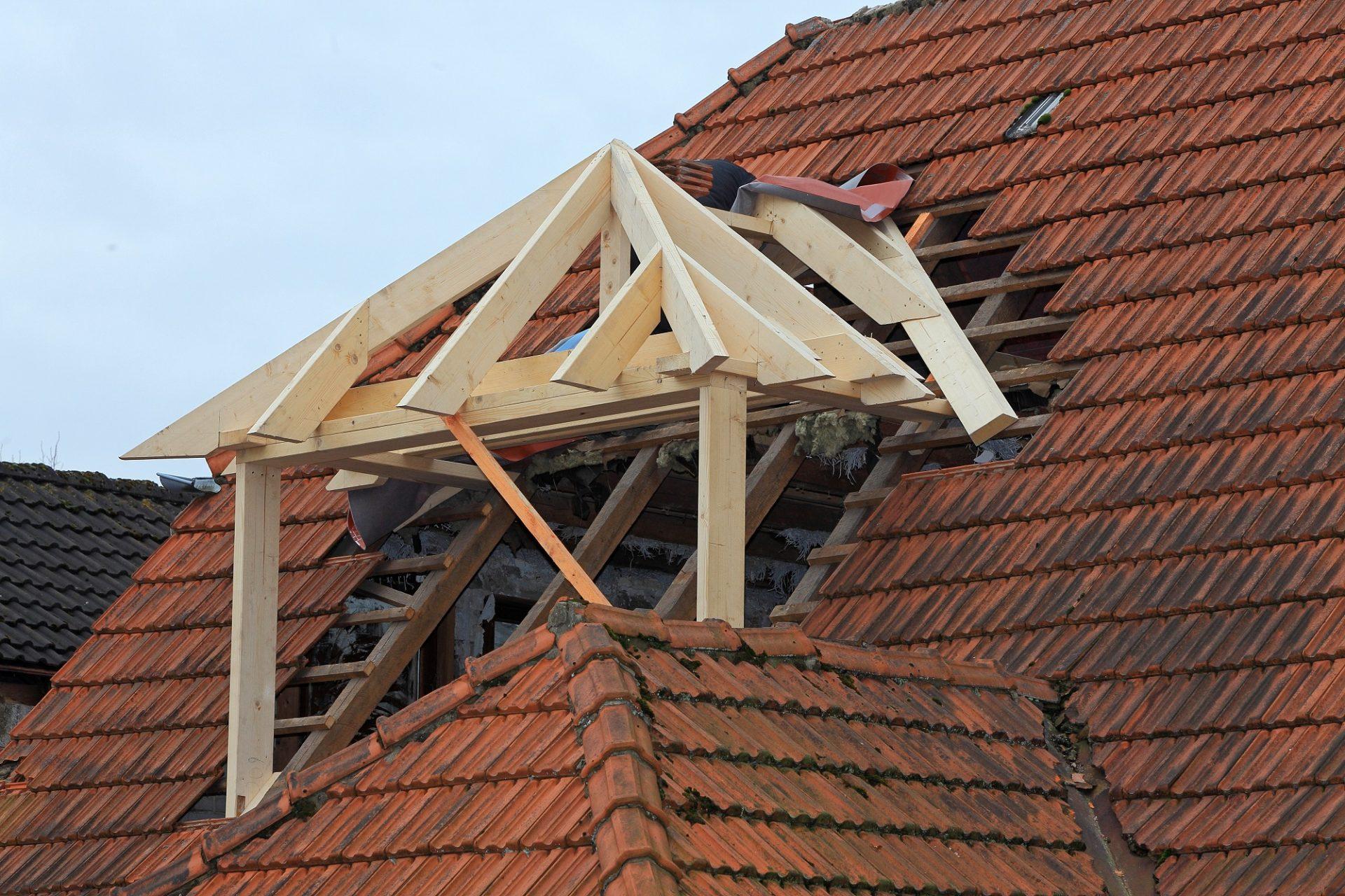 Oprava a rekonštrukcia strechy – zhrnutie základných krokov