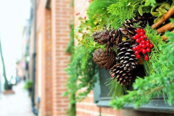 Vianočná výzdoba na strechách
