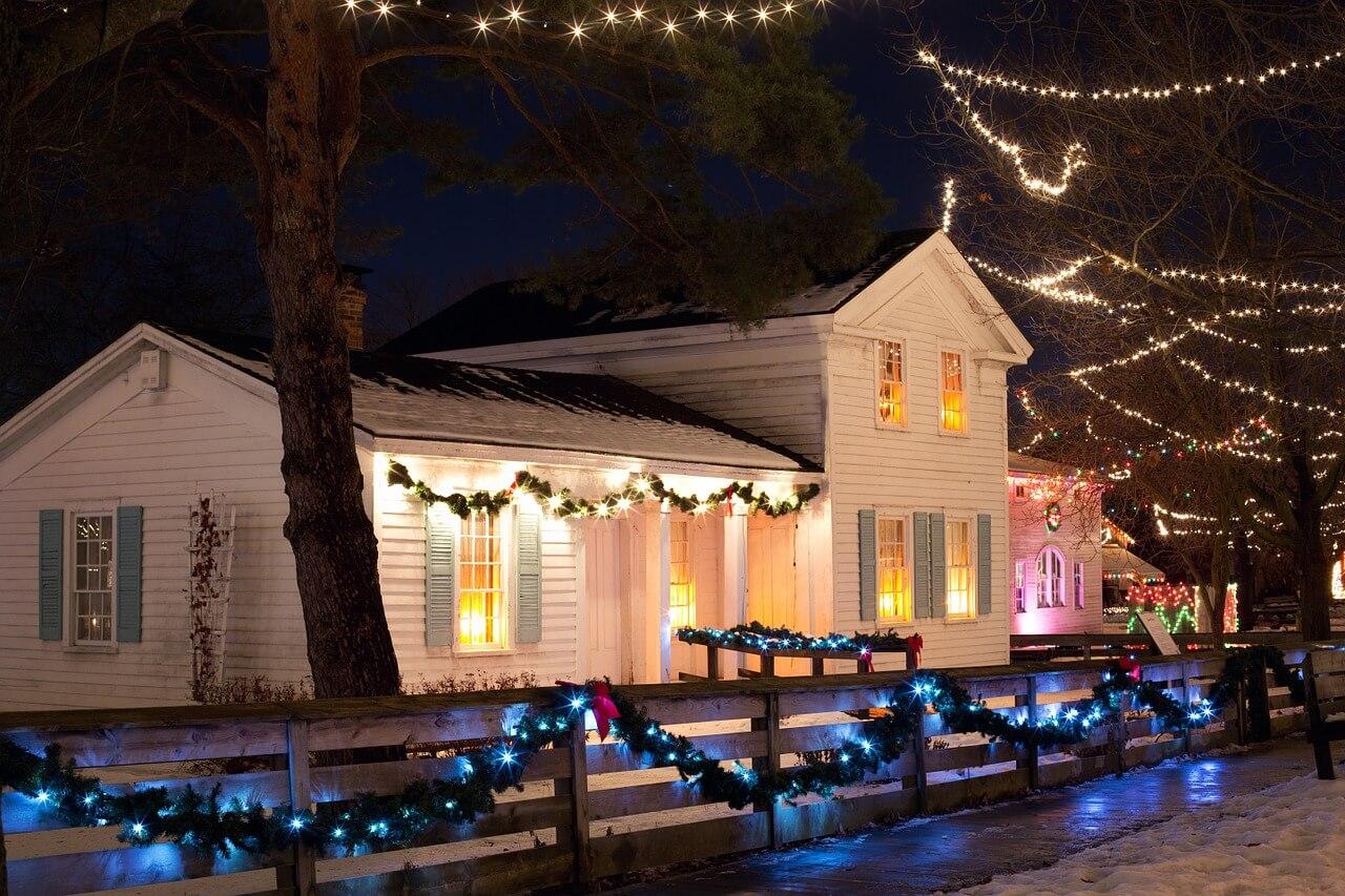 Vianočná výzdoba domu