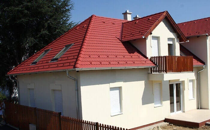Červená valbová strecha s vikierom