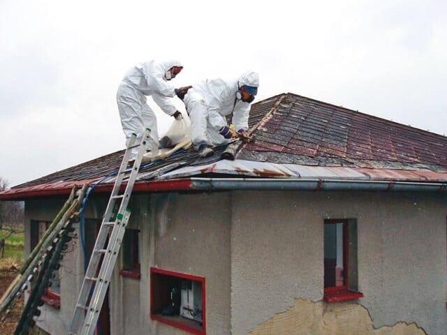 Odstránenie eternitovej strechy