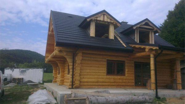 Sedlová strecha zrubu – Antracitová krytina
