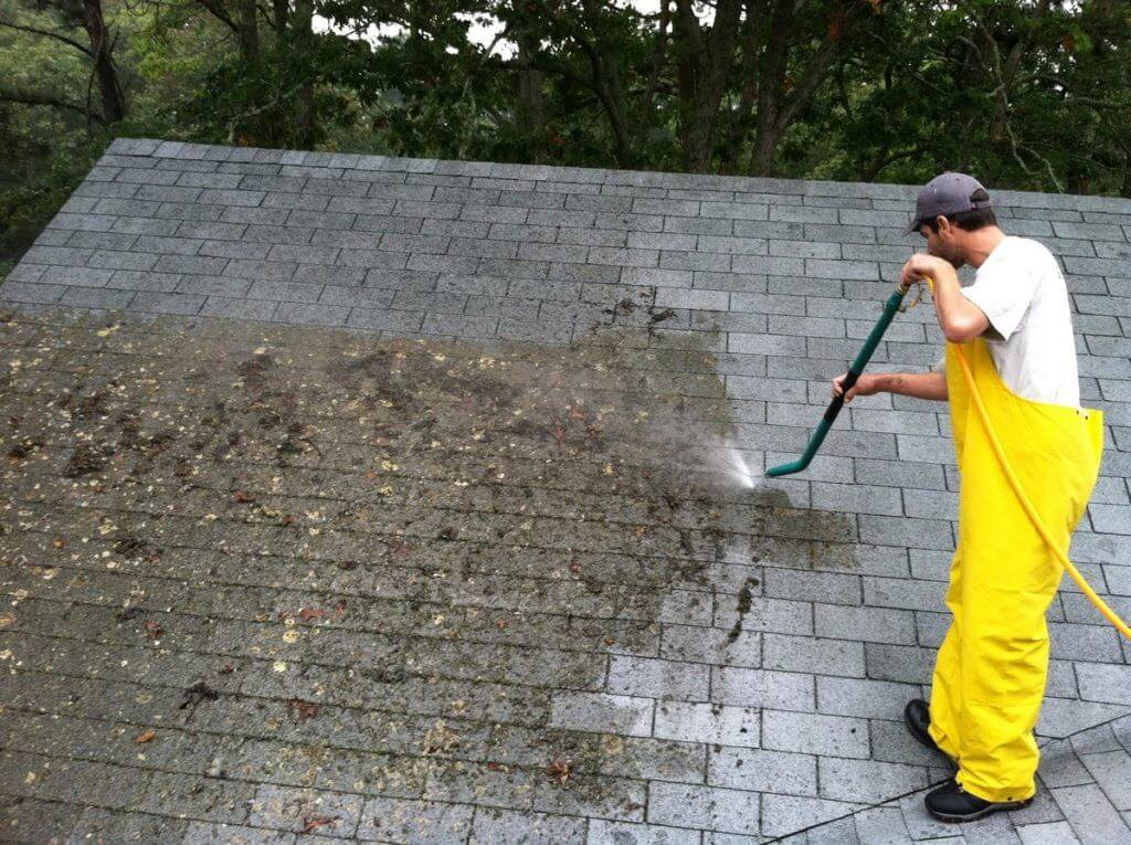 Ako-znicit-odstranit-mach-zo-strechy