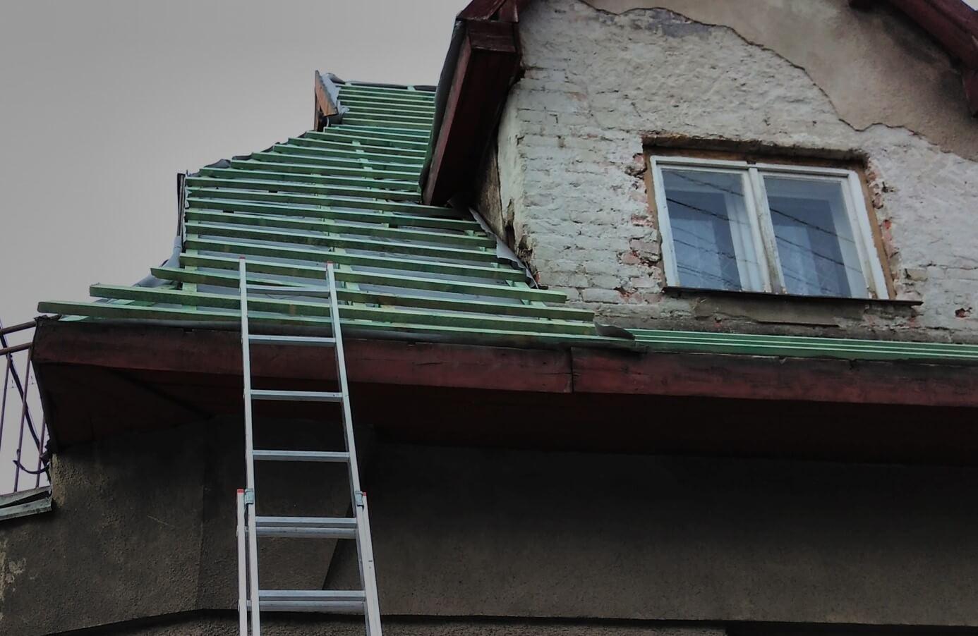 Krivé latovanie strechy