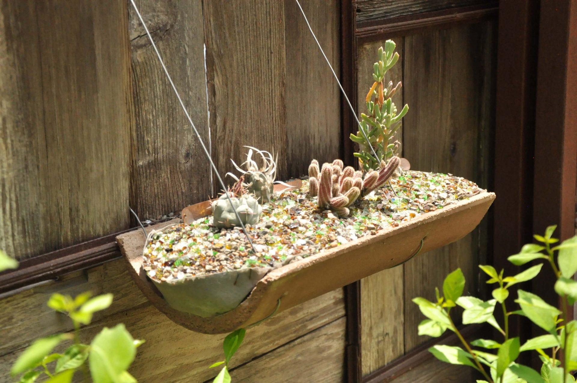 Kvetinác-z-prebytocneho-narozia-vyuzitie-starej-skridle-inspiracia-do-zahrady