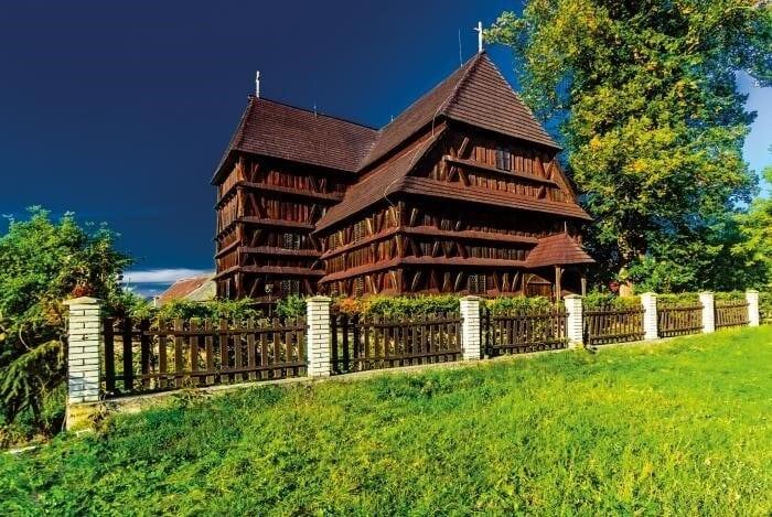 Drevený kostol Leštiny