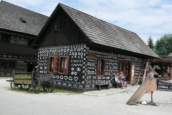 cicmany-domcek-slovenske-ornamenty-historia-striech-na-slovensku
