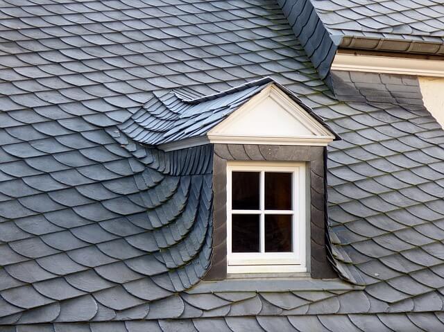 vikier-na-streche-skridla