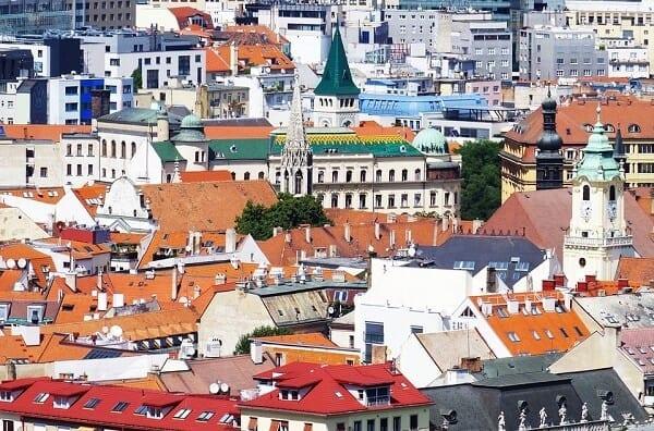 mesto-kostol-strechy-sklon-strechy