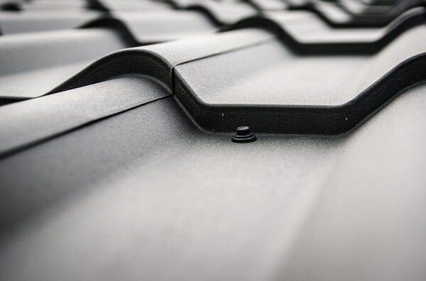 cierna-krytina-skridla-detail