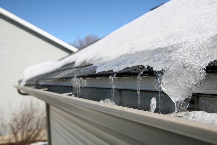 Kontrola strechy pred zimou