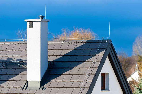 vsetko-o-bleskozvode-je-jeho-instalacina-povinna-komin-strecha