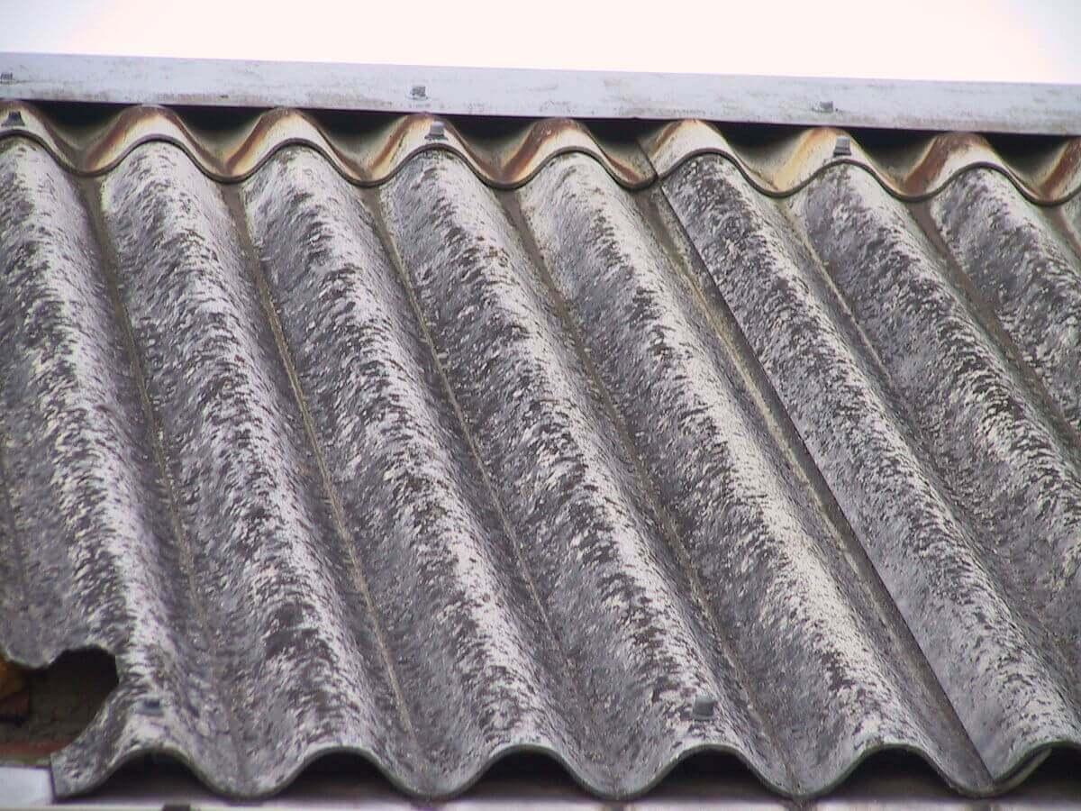 Eternit na streche – čo s ním?