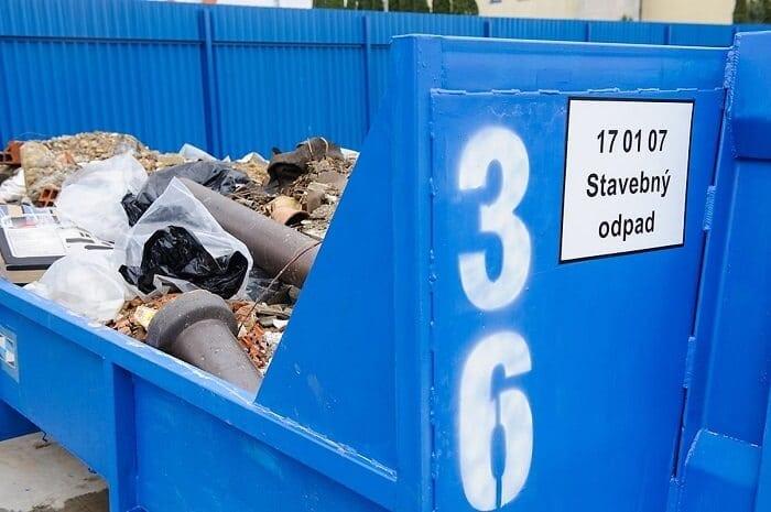 modry-kontajner-na-stavbeny-odpad