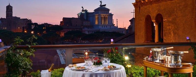 romanticka-atmosfera-Hotel-Forum-Rim-taliansko-terasa