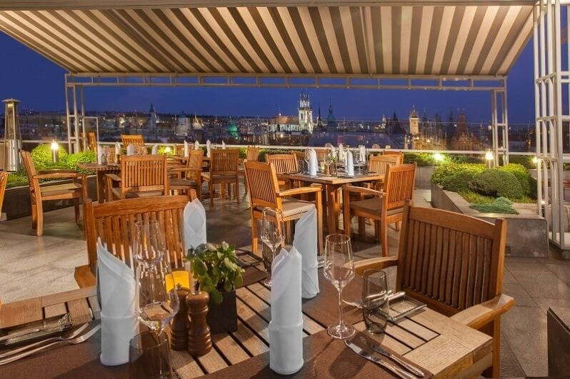 InterContinental-hotel-romanticka-restauracia-na-streche-praha