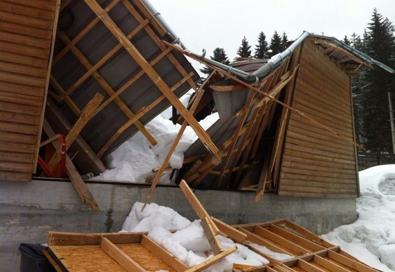 poistenie-strechy-pred-snehom-zlomena-strecha-poskodenie