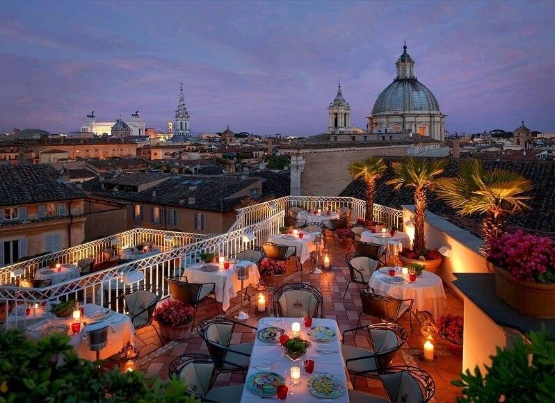 Terrazza-Barmante-Hotel-Rafael-romanticka-resteuracia-na-streche-taliansko-vyhlad-na-baziliku