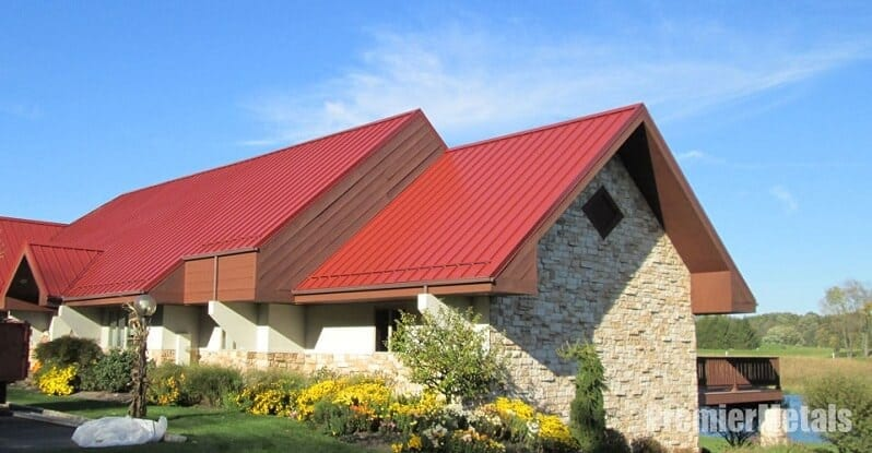 kamenny-obklad-na-dome-cervena-strecha