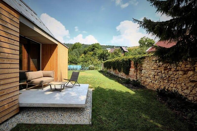 polo-zastresena-terasa-posedenie-na-zahrade-zahradne-sedenie