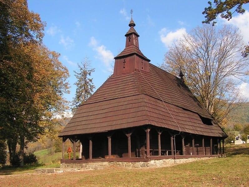 topola-snina-dreveny-kostol-historicka-pamiatka-slovensko-klastor