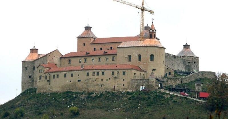 hrad-krasna-horka-rekonstrukcia-strechy-po-poziari