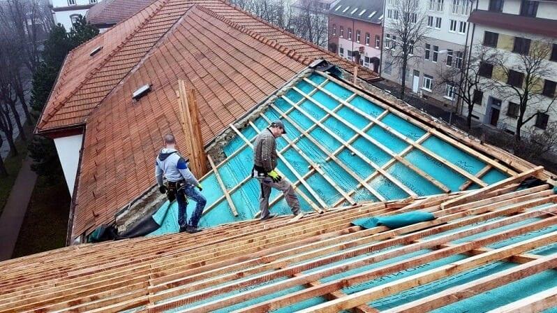 rekonstrukcia-strechy-latovanie-klampiari-na-streche-stresna-folia
