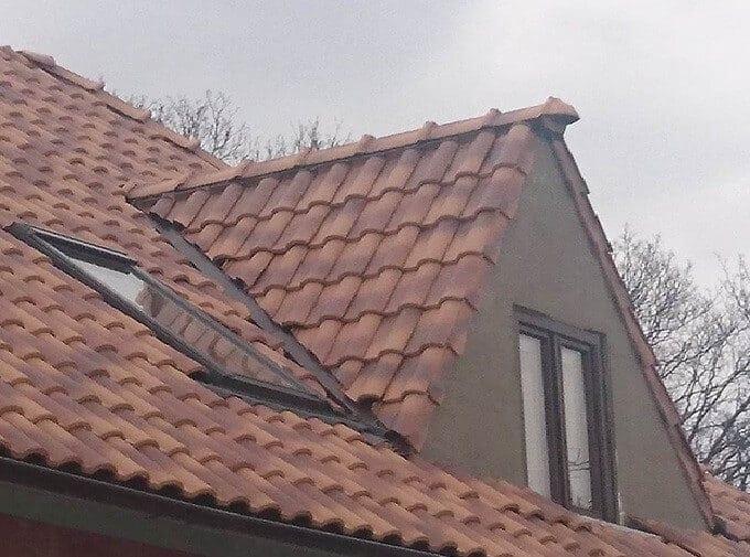 vikier-na-streche-melirovana-krytina-stresne-plaste-chyby