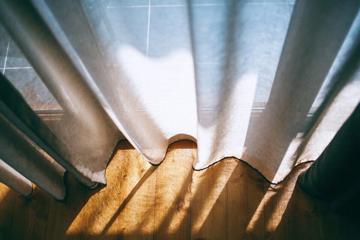 Leto a vetranie: Tipy na príjemnú klímu v podkroví bez klimatizácie