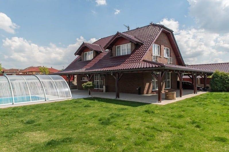 terasa-dom-strecha-so-skridlou