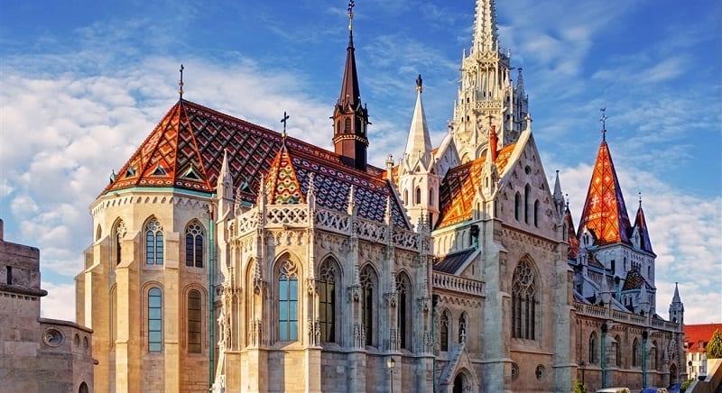 viacfarebna-strecha-kostol