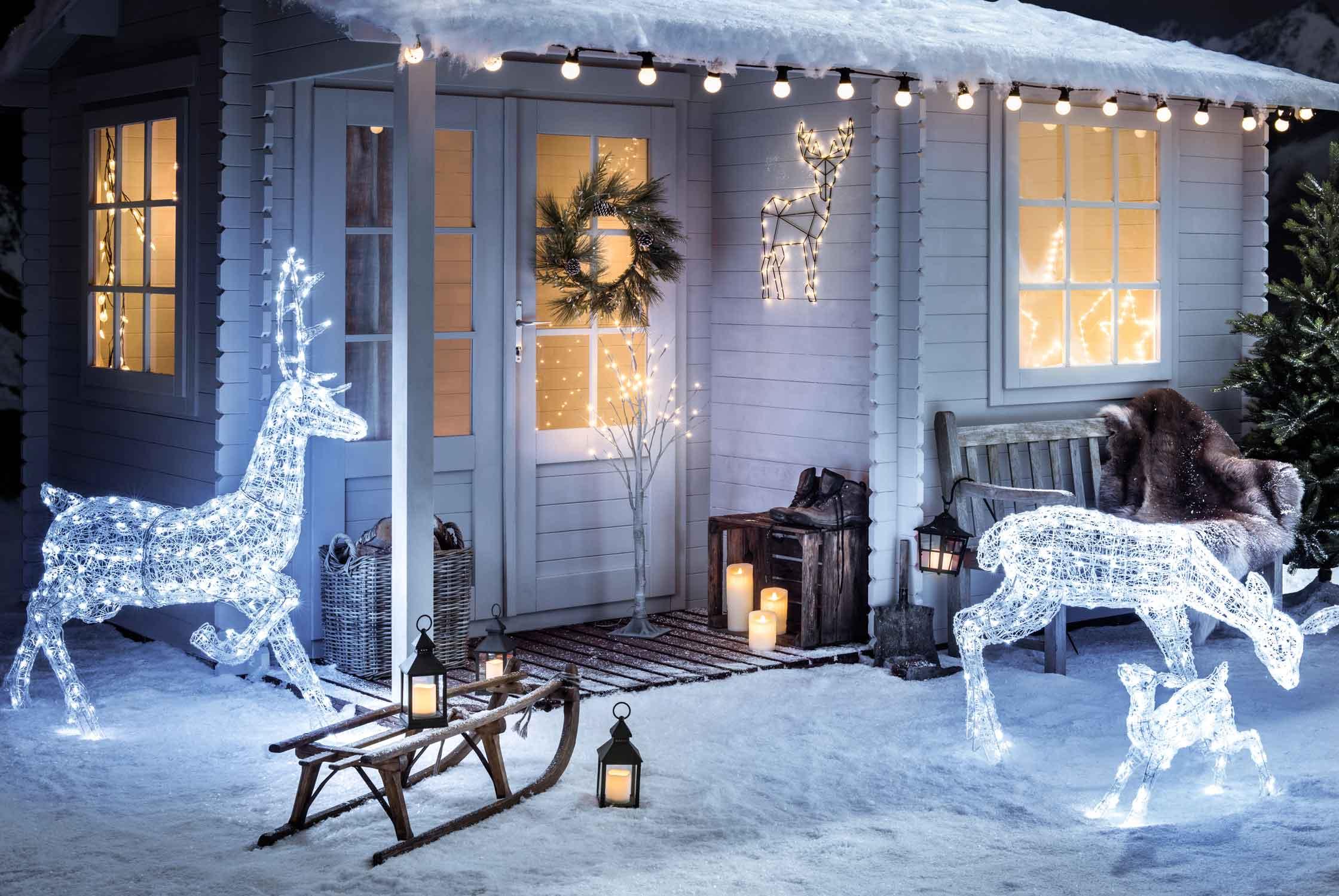 Vianoce na streche: tipy na výzdobu strechy a domu