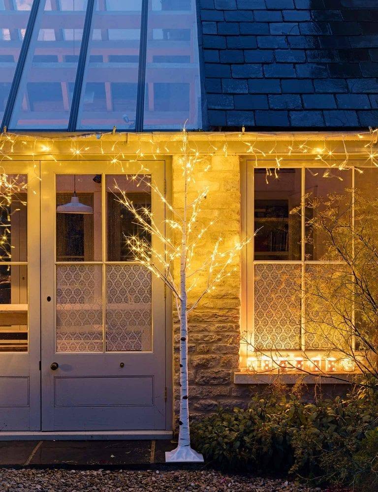 vianocna-vyzdoba-domu-a-strecha