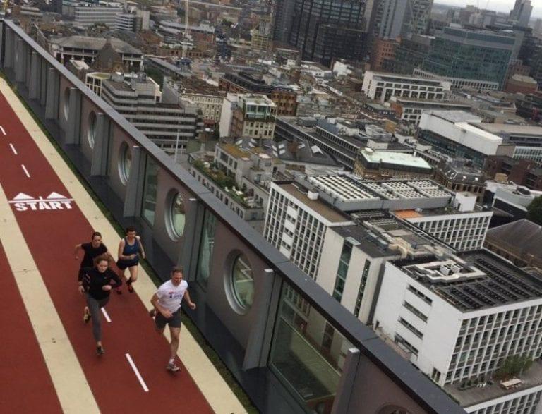 unikatna-strecha-mrakodrap-stadion-sportovanie