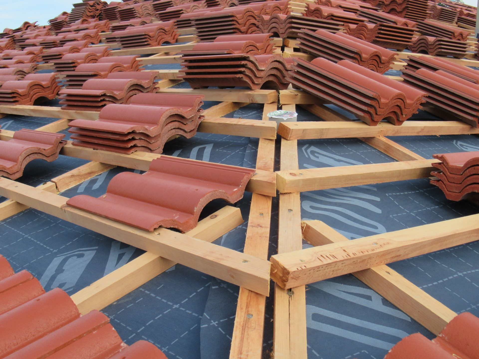 Stavba strechy krok za krokom #2: Umiestnenie fólií