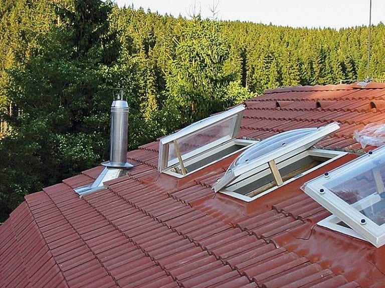 svetlik-na-streche-sikma-strecha