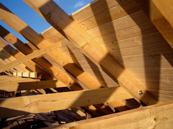 zaklop-debnenie-strecha