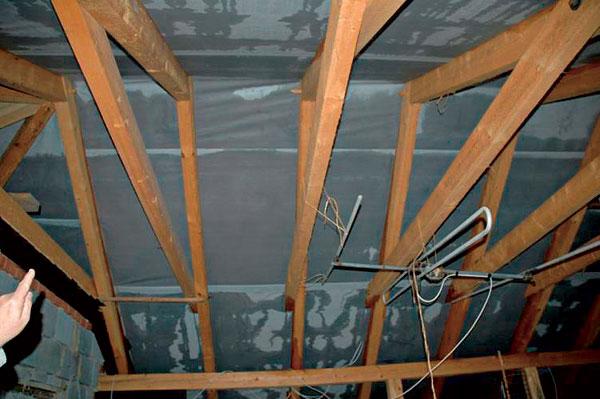 zatekanie-strechy-oprava