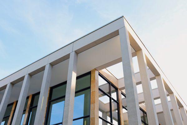 pasivna-stavba-strecha-budova-okna