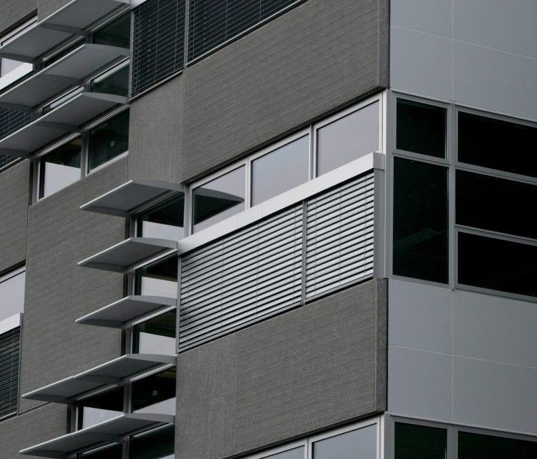 pasivna-stavba-budova-okna-zaluzie