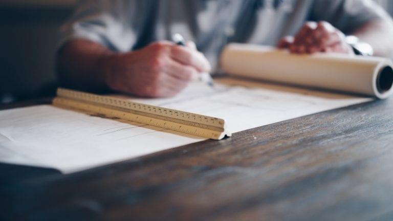 muz-stol-kancelaria-papiere-cenova-ponuka-rekonstrukcia