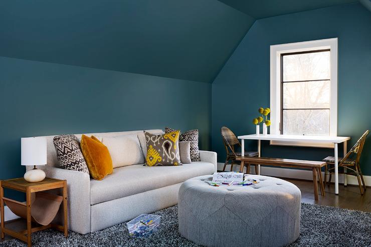 pavovo-modra-interier-podkrovie