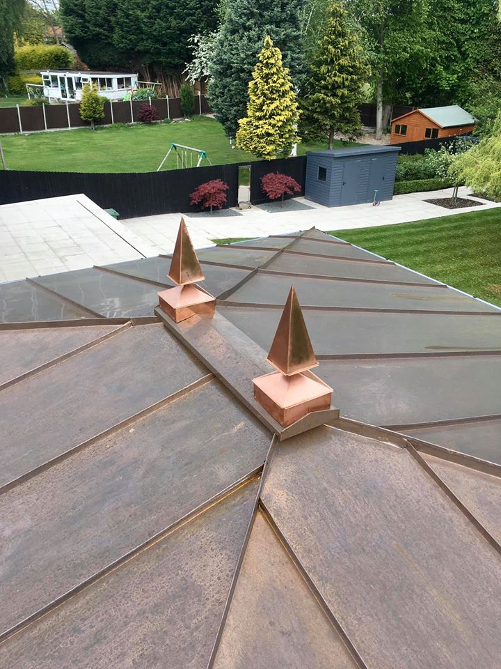 ozdoba-vrchu-strechy-medena-strecha-krytina