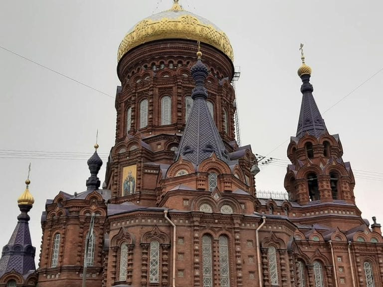 budova-historicka-pamiatka-strecha-veze-vyzdoba