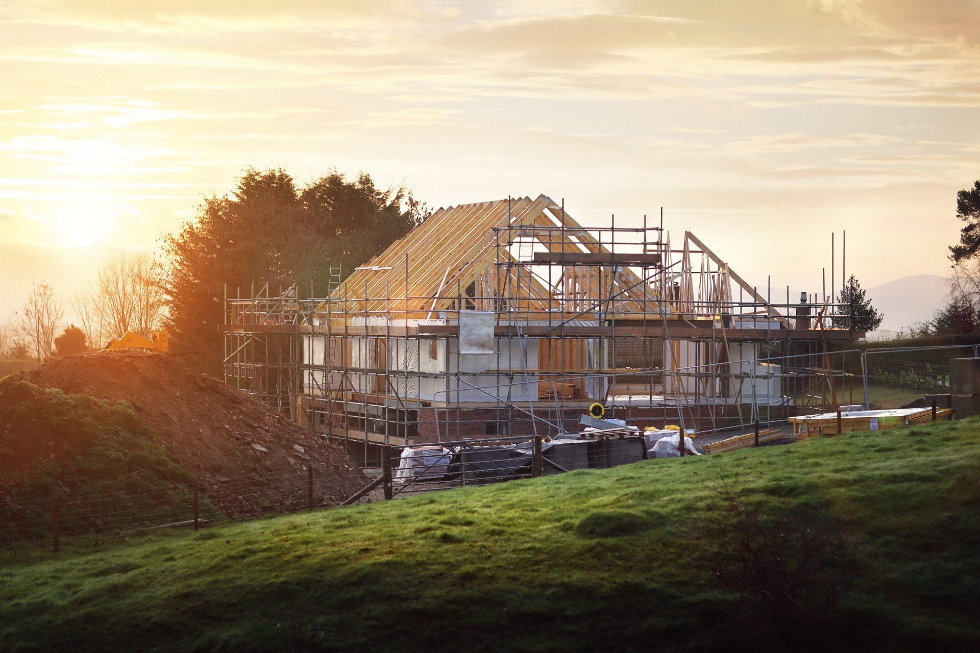 Stavba a strecha musia cez zimu sadnúť. Je to pravda či mýtus?