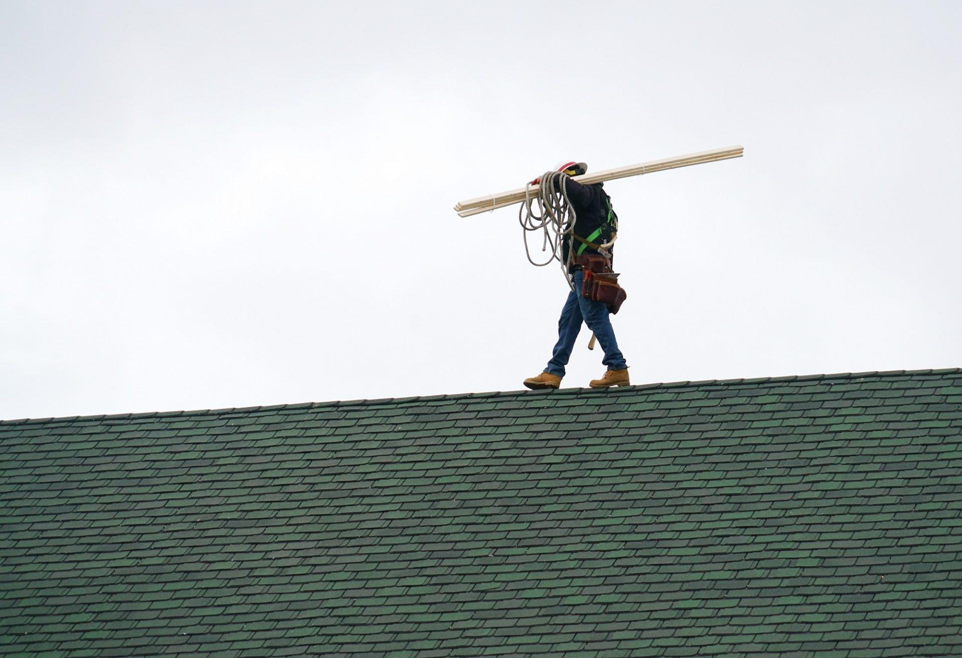 Zásady bezpečného pohybu na strechách, nepodceňujte ich